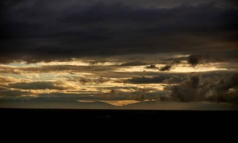 Καιρός: Με συννεφιά και βροχές η Πέμπτη - Ανεβαίνει η θερμοκρασία