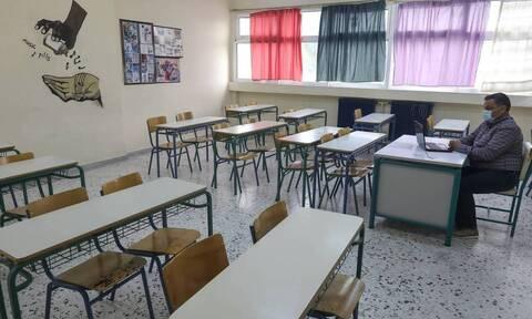 «Βόμβα» Πελώνη: Μπορεί να μην ανοίξουν τα σχολεία τη Δευτέρα, ούτε το click away