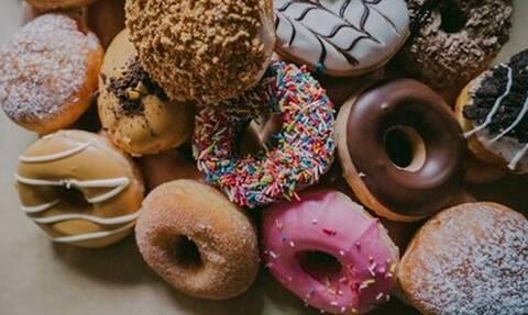 Οι «εχθροί» του ανοσοποιητικού που αξίζει να περιορίσουμε από τη διατροφή μας