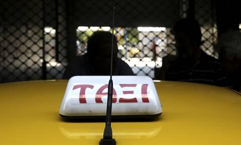 Μενίδι: Σοκ για οδηγό ταξί και πελάτη – Αδέσποτη σφαίρα πέτυχε το όχημα