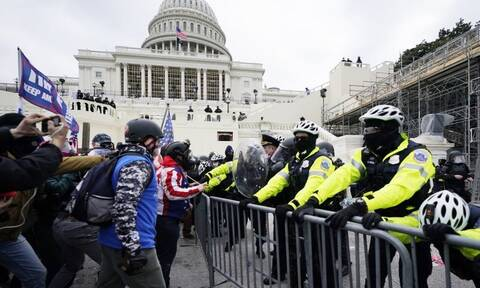 Σάλος στις ΗΠΑ: Εκπρόσωπος των Ρεπουμπλικάνων ανάμεσα στους εισβολείς στο Καπιτώλιο