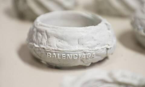 Κοσμήματα από πλαστικά ωκεανών στην κολεξιόν Φθινόπωρο 2021 του Balenciaga