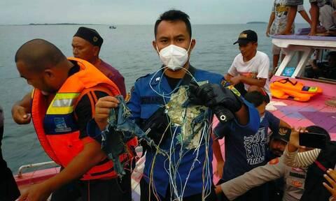Ινδονησία: Αεροπορική τραγωδία με 65 επιβάτες - Βρέθηκαν τα συντρίμμια της πτήσης SJ182