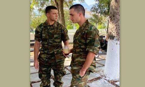 Άρης Αργυρόπουλος: Ο γιος της Μπακοδήμου κουρεύτηκε στο στρατό - Το video έγινε viral!