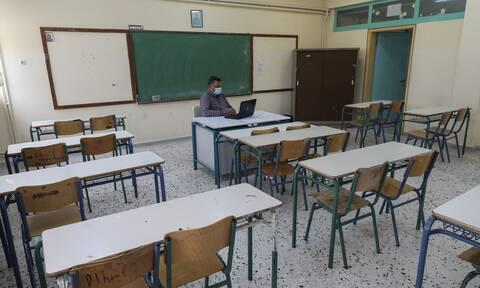 Κορονοϊός - Σχολεία: Πρόταση «βόμβα» να μην ανοίξουν ως το τέλος της χρονιάς γυμνάσια και λύκεια