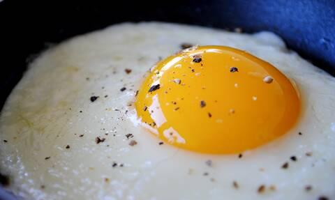 Μεγάλο κόλπο: Έτσι θα φτιάξεις το τέλειο τηγανητό αυγό!