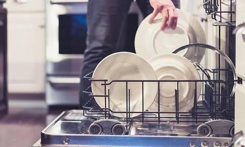Και όμως το πλυντήριο πιάτων δεν πλένει μόνο πιάτα!