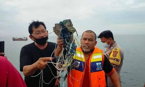 Ινδονησία: Εντοπίστηκαν τα μαύρα κουτιά του Boeing 737-500