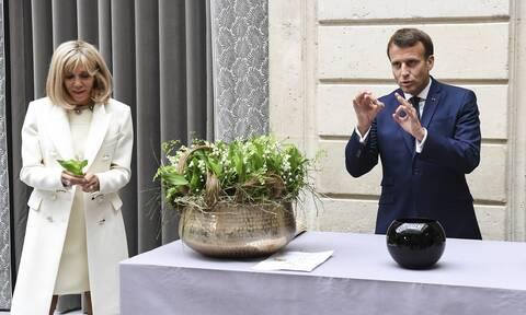 Σάλος στη Γαλλία για Εμανουέλ και Μπριζίτ Μακρόν: Έδωσαν 600.000 για λουλούδια στο Ελιζέ
