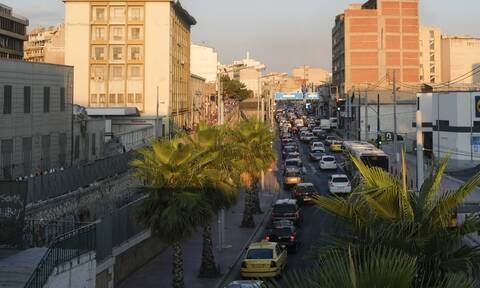 Κίνηση: Μποτιλιάρισμα στους δρόμους της Αττικής - Πού εντοπίζονται προβλήματα