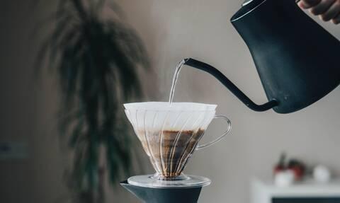 Το κόλπο για να κάνεις πιο δυνατό τον καφέ σου χωρίς να μειώσεις τη ζάχαρη