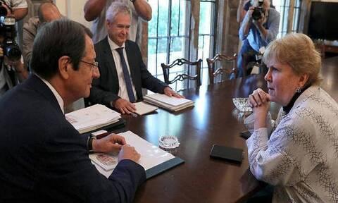 Στην Κύπρο η Λούτ - Τα ΗΕ θέλουν να διασφαλίσουν το αποτέλεσμα της άτυπης «5+1»