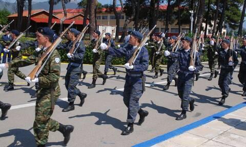 Στρατιωτική θητεία: Πλησιάζει η αύξηση – Τα σχέδια για 12μηνο, ποιοι θα κάνουν 9μηνο