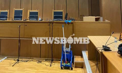 Διεκόπη λόγω πλημμύρας η δίκη της Μάνδρας - «Άνοιξαν οι ουρανοί» μπροστά από την έδρα