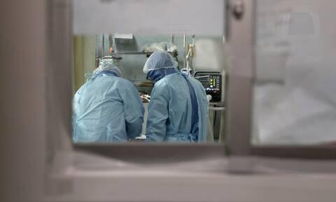 Κορονοϊός: Στο «κόκκινο» τα νοσοκομεία στην Ιρλανδία