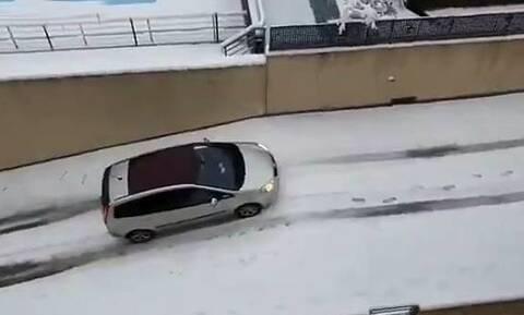 Πώς δεν πρέπει να βγαίνετε από το χιονισμένο γκαράζ σας