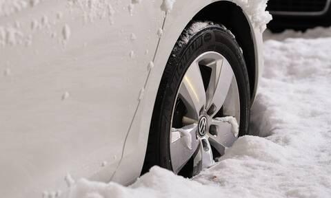 Καιρός: Σας αφορά! Τι πρέπει να έχει οπωσδήποτε μαζί του κάθε οδηγός σε περίπτωση χιονόπτωσης