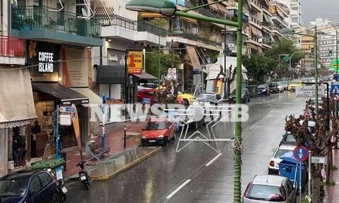 Καιρός ΤΩΡΑ: Ισχυρή καταιγίδα στην Αθήνα - «Κύκλωσε» τη χώρα η κακοκαιρία