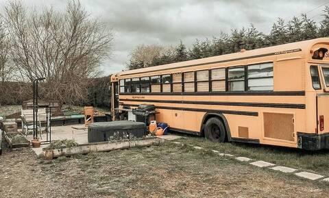 Ζευγάρι ζει σε αυτό το λεωφορείο - Όταν δείτε το εσωτερικό του θα μείνετε με το στόμα ανοιχτό