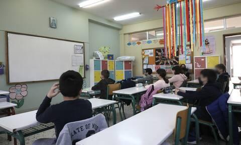 Θεσσαλονίκη: Θετική στον κορονοϊό δασκάλα Δημοτικού – Δεν είχε προλάβει να κάνει τεστ