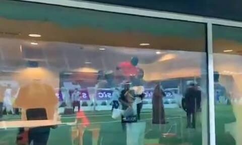 Απίστευτο! Σήκωσαν το Κύπελλο και... τον διαιτητή στα χέρια (video)