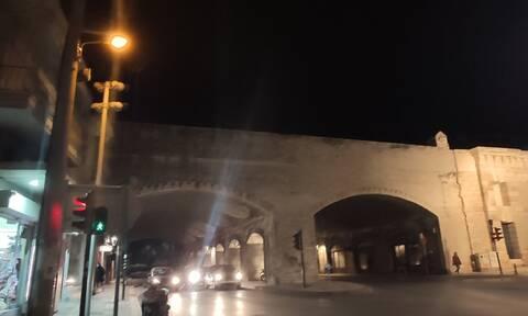 Ηράκλειο: Ασυνείδητοι πετούν πέτρες από τα τείχη σε διερχόμενους πεζούς