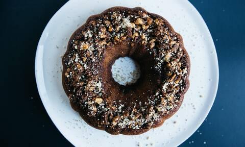 Σοκολατένιο κέικ με τρία μόνο υλικά (vid)