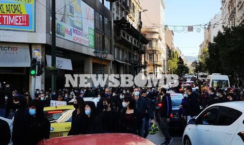 Στην Ομόνοια οι φοιτητές – Χαμός στο κέντρο της Αθήνας (pics & vids)
