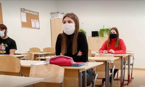 В Москве все ученики вернутся в школы 18 января. Остальные ограничения продлили на неделю