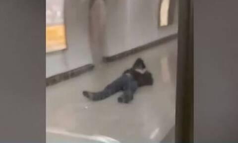 Ξυλοδαρμός σταθμάρχη στην Ομόνοια: Τι κατέθεσε το θύμα - Μεταξύ 17 και 20 ετών οι δράστες