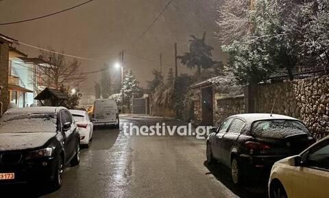 Κακοκαιρία «Λέανδρος»: Χιόνισε στη Θεσσαλονίκη – Μάχη για να κρατηθούν δρόμοι ανοιχτοί