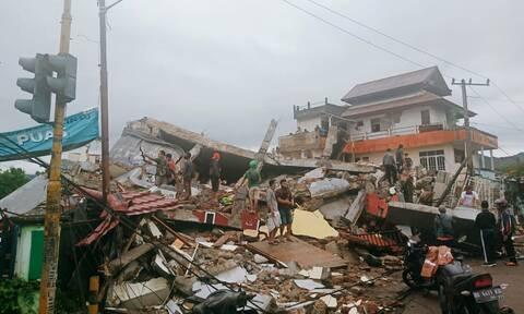 Σεισμός 6,2 Ρίχτερ στην Ινδονησία: 26 οι νεκροί - Κατέρρευσε νοσοκομείο