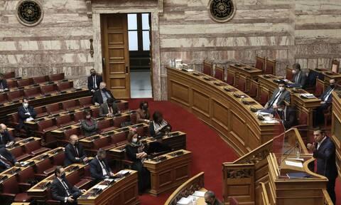 Κύκλοι ΣΥΡΙΖΑ: «Ο Μητσοτάκης τα μάζεψε για πρόστιμο μετά από την αντίδραση Τσίπρα»