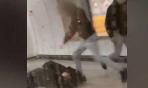 Επίθεση στο μετρό: Συνελήφθησαν οι δράστες – Στον εισαγγελέα ανηλίκων το Σάββατο