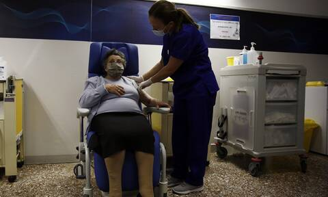 Ξεκινάει σήμερα ο εμβολιασμός των ατόμων άνω των 85 ετών - Βήμα προς βήμα η διαδικασία