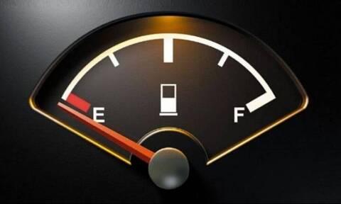 Πόσα χιλιόμετρα μπορείς να οδηγήσεις με λαμπάκι βενζίνης;