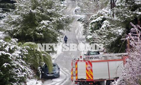 Κακοκαιρία «Λέανδρος»: Χιονίζει ΤΩΡΑ στα βόρεια προάστια της Αττικής - Πού εντοπίζονται προβλήματα