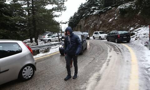 Κακοκαιρία «Λέανδρος»: Χιόνια στην Αττική - Σε ποιους δρόμους απαγορεύτηκε η κυκλοφορία