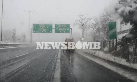 Κακοκαιρία «Λέανδρος»: Ο χιονιάς σαρώνει κεντρική και βόρεια Ελλάδα - Το έστρωσε και την Αττική