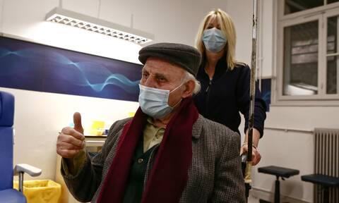 Ξεκίνησε ο εμβολιασμός του γενικού πληθυσμού - Αυτοί είναι οι ηλικιωμένοι που έκαναν την 1η δόση