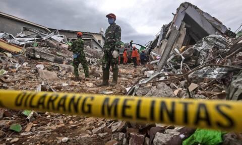Τραγωδία στην Ινδονησία: Τουλάχιστον 56 νεκροί από τον ισχυρό σεισμό