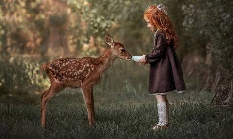 Παιδιά φωτογραφίζονται στη φύση και το αποτέλεσμα είναι μοναδικό