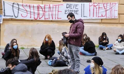 Κορονοϊός - Ιταλία: Πάνω από 12.000 κρούσματα - «Να ξανανοίξουν τα λύκεια»