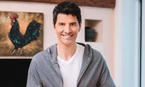 Ο Σάκης Ρουβάς έφτιαξε ένα απίθανο γλυκό για τα παιδιά του