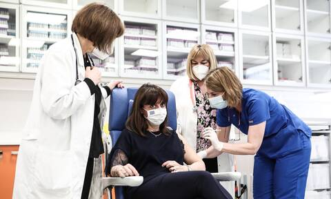 Εμβόλιο κορονοϊού: Η Πρόεδρος της Δημοκρατίας έκανε τη δεύτερη δόση