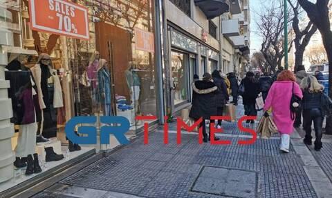 Θεσσαλονίκη: Ουρές στα καταστήματα με το… καλημέρα (pics)