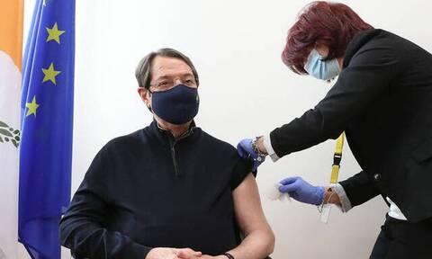 Κύπρος: Τη δεύτερη δόση του εμβολίου έκανε σήμερα ο Αναστασιάδης