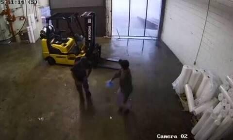 Βίντεο που σοκάρει μέσα από εργοστάσιο (video)