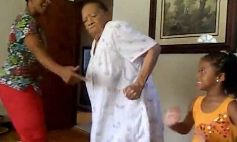 Γιαγιά για φίλημα! Δείτε το φανταστικό βίντεο (video)
