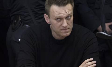 Ο Ναβάλνι σε δίκη εξπρές μέσα στο Αστυνομικό Τμήμα - «Κοιτάτε τη δουλειά σας», λέει η Μόσχα στη Δύση